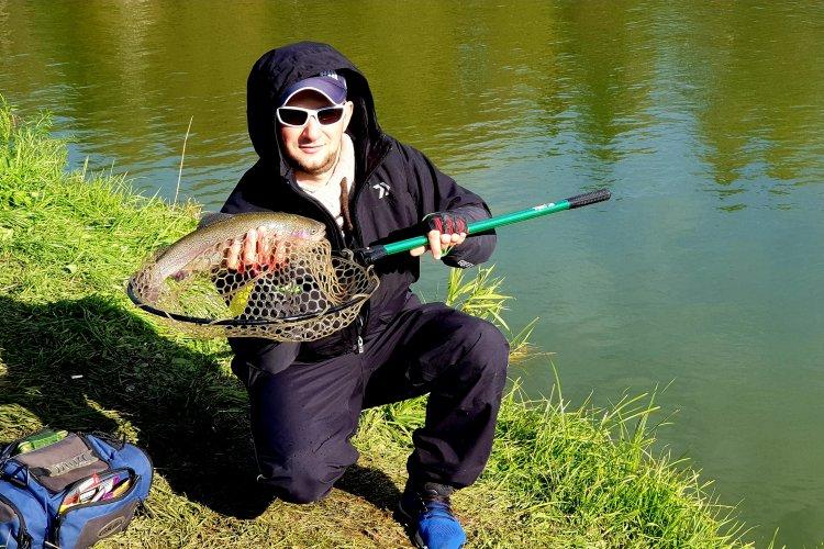 Ловите рыбу в мутной воде